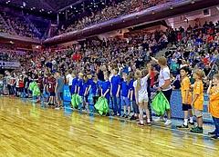 Grundschulfinale vor Bundesliga: Kleine Sportler auf großer Bühne