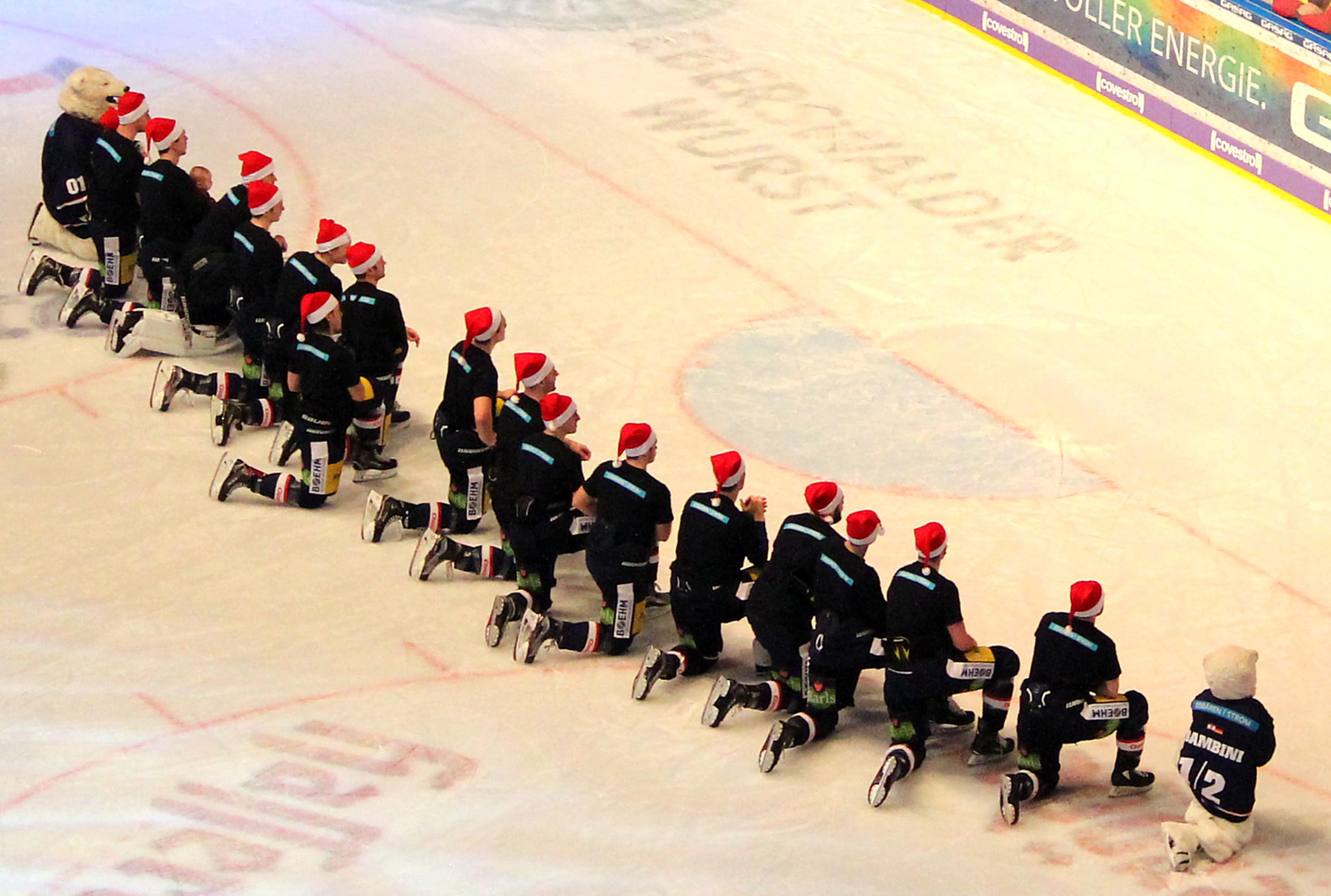 Weihnachtseishockey – Eisbärensieg über Bremerhaven