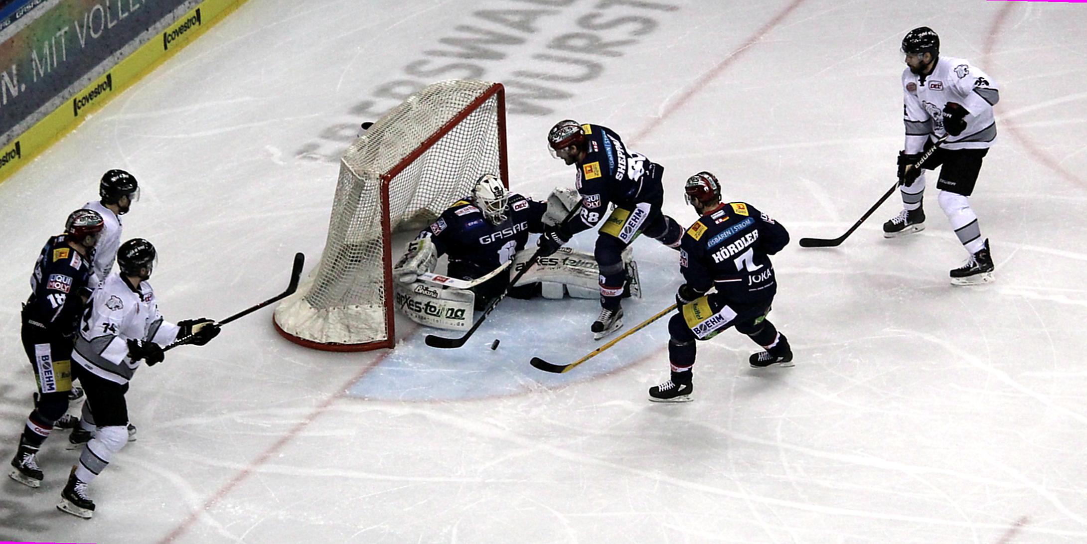 Eisbären starten mit einem Sieg ins Halbfinale